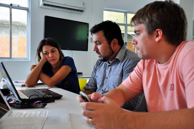 Aline, Dinho y Camilo durante la reunión
