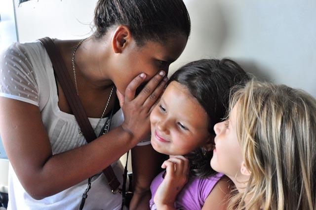 Thayna se lleva muy bien con las hijas de Carla