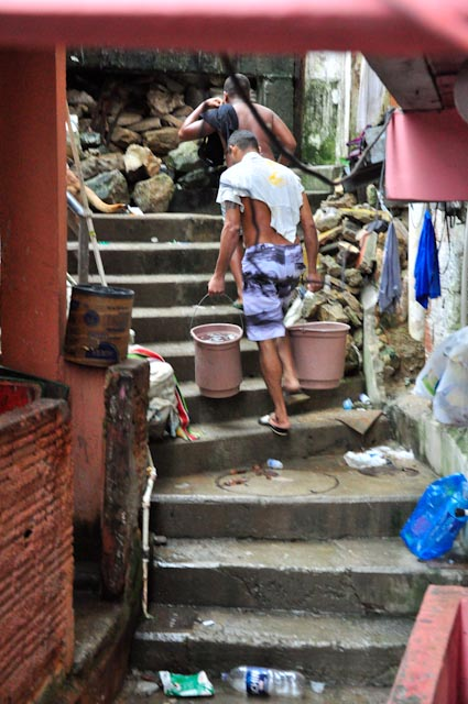 Su mujer es de São  Paulo y no se acomstumbra a la vida en la favela