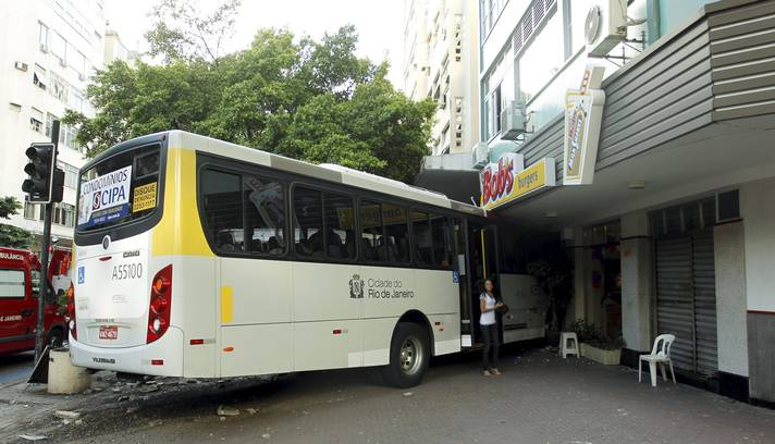 acidente-onibus-ipanema