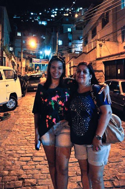 Rosie e Maria Carolline, dos 'turistas' del barrio de Meier