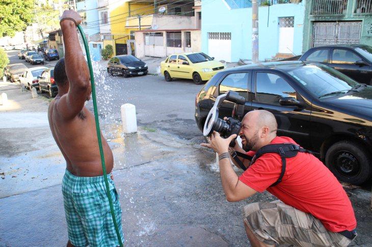 Dhani Borges retrata a Babá, dueño de la casa y miembro del Fotoclube do Alemão