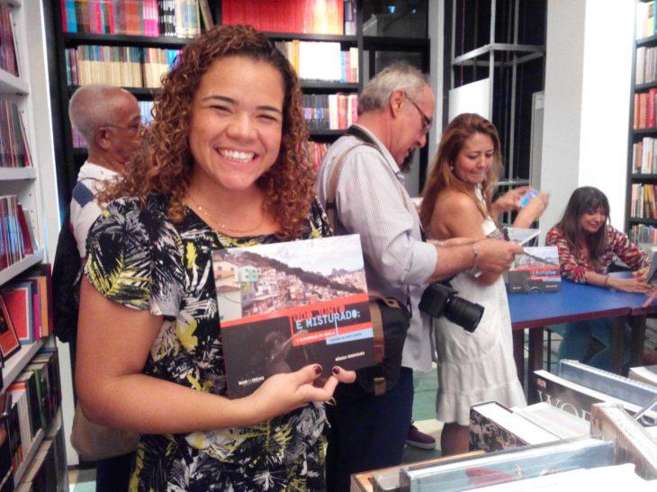 Verônica Moura exhibe su ejemplar